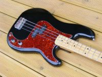 70's Fender precision bass refinished in piano black nitrocellulose © 2017 Guitar Angel